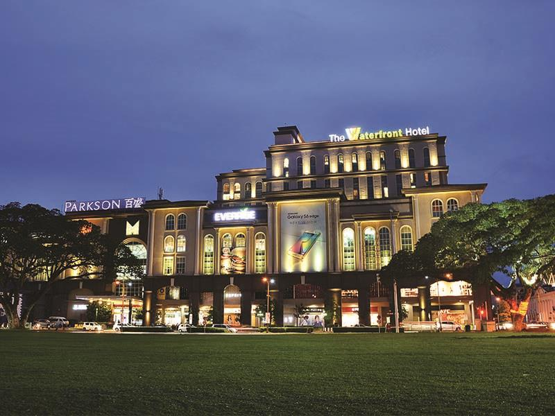 the-waterfront-hotel-1